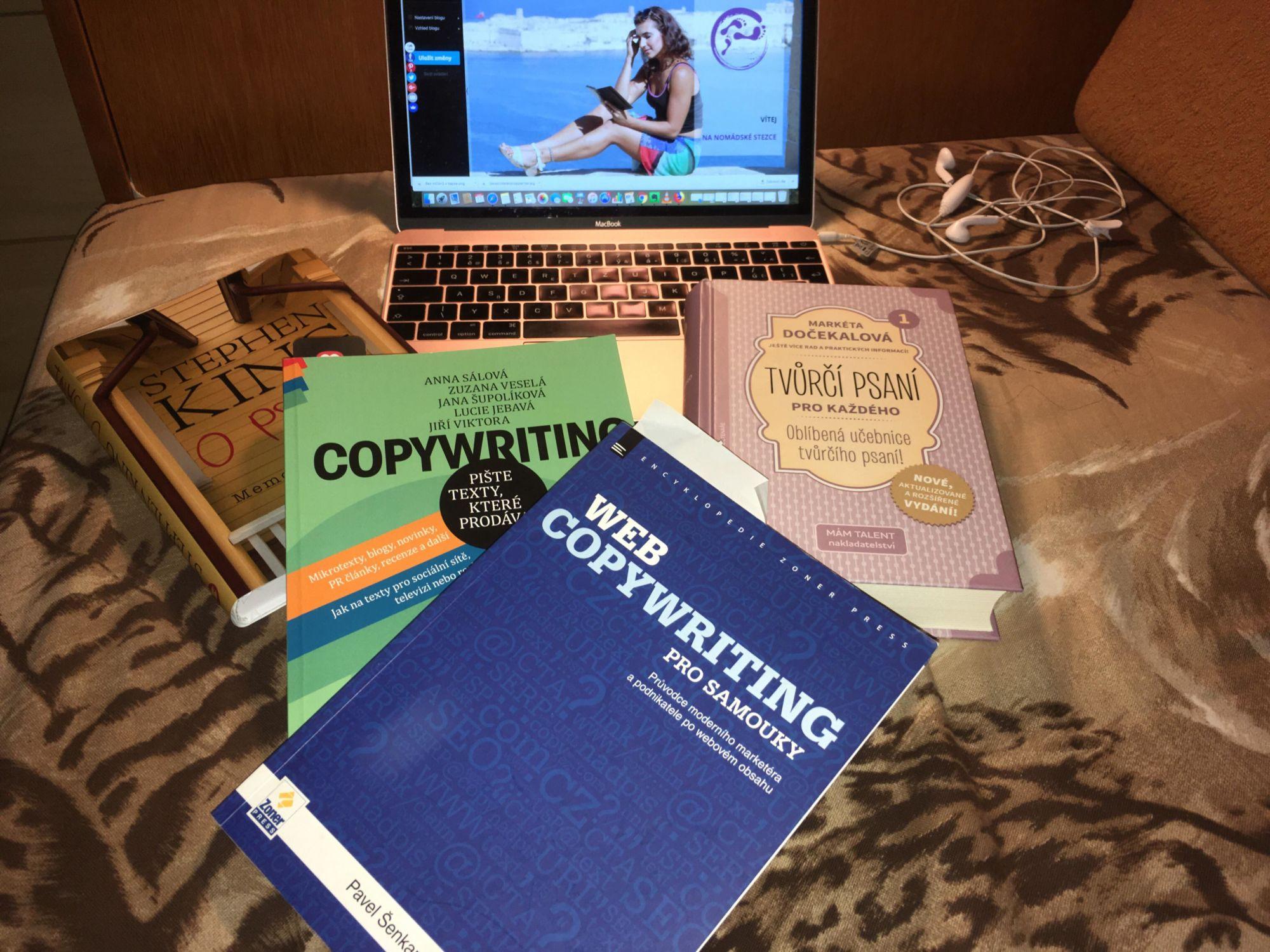 16 + 4 tipy, jak se vzdělává copywriter