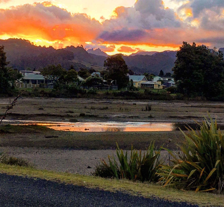 Nový Zéland: Nádherná západ sluníčka na Severním ostrově