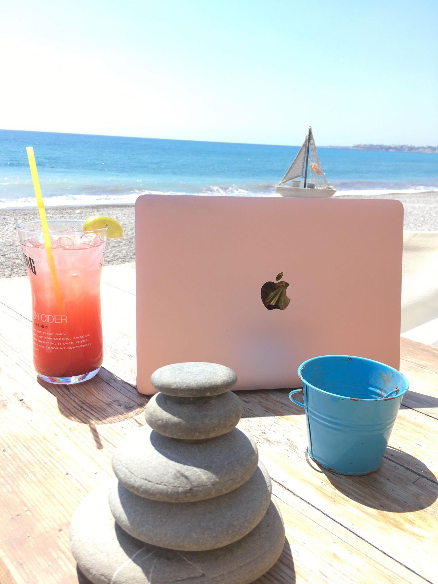 jet nomádit na Kypr - práce z kaváren